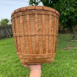 Vintage Woven basket 🧺